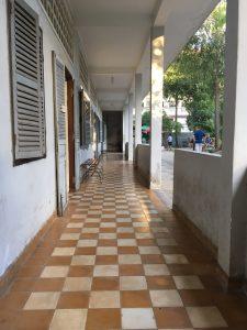 Un des longs couloirs qui conduit sur une enfilade de pièce d'interrogatoire et surtout d'actes de barbarie.